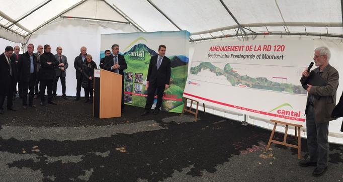 Photo actualité : Vincent Descoeur présente les aménagements de la RD120